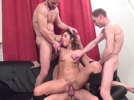 Stella, gang bang et double anale ! - Double anale Gang-bang